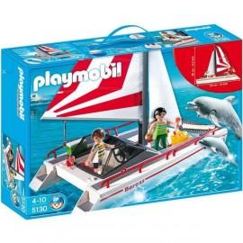 Catamaran y Delfines